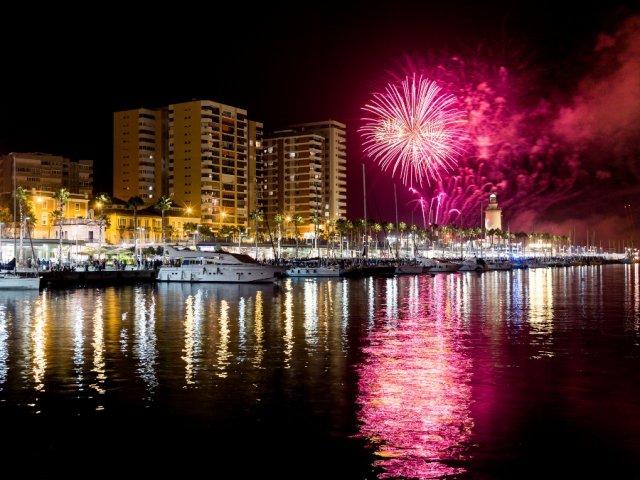 Horario de cierre noche fuegos artificiales Feria de Málaga 2019
